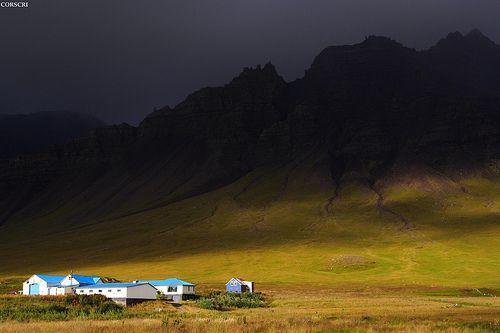 Iceland, Miklaholtssel (a farm in Iceland light, dark), por cristiano corsini