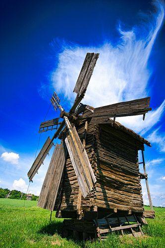 Windmill at Pirogovo Museum, Ukraine, por Matt Shalvatis
