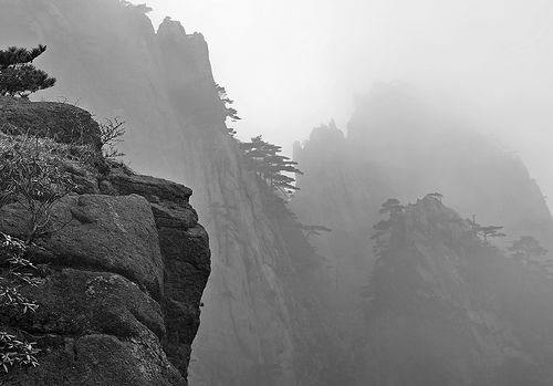 Huangshan, China (YELLOW MOUNTAIN LANDSCAPE) VIII, por Chi King