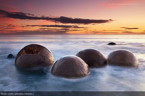 Moeraki Boulders, New Zealand, por Christopher Chan