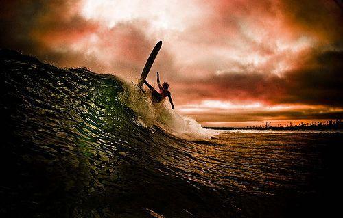espectacular fotografia de un surfero