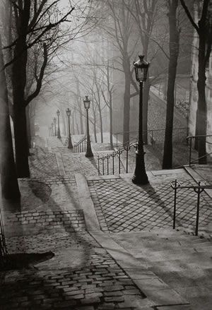 Les-Escaliers-de-Montmartre-Paris-1930-Brassai
