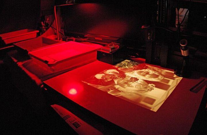 cuarto oscuro para revelar fotografías