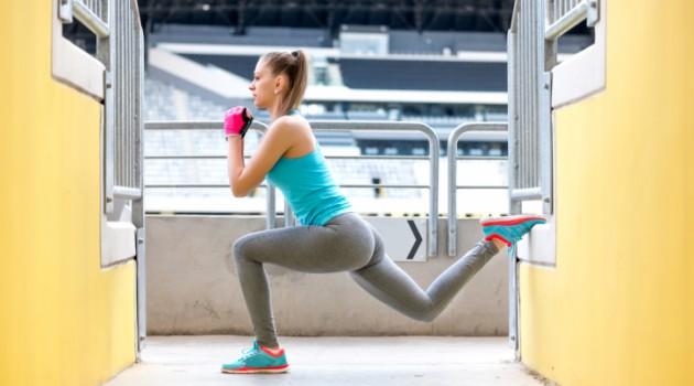 Exercícios com amplitude de movimento, como step e afundo, são eficientes para glúteos