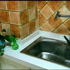 Rustic Kitchen Sink Gray Cabinets 不锈钢 亚克力 花岗石 人造石 你家厨房水槽选的哪种材质 为什么选这 不锈钢大单盆 不是特别大 但够用了 之前老妈装的双盆 洗锅很不方便 而且另一个盆利用率很低 当时就想等我装修一定要大单盆 单盆 这个水龙头可以360度旋转