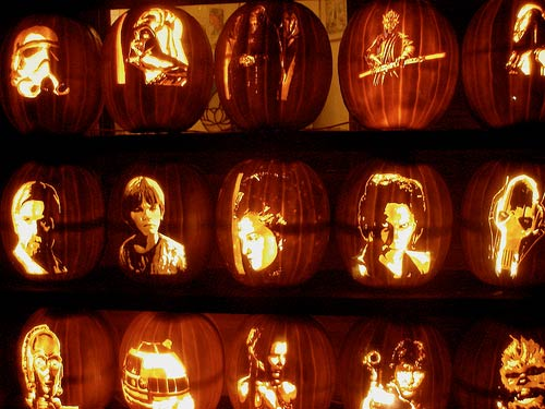 StarWars pumpkins - Artist unknown - photographed by dayna1 @ Flickr / CC BY 2.0