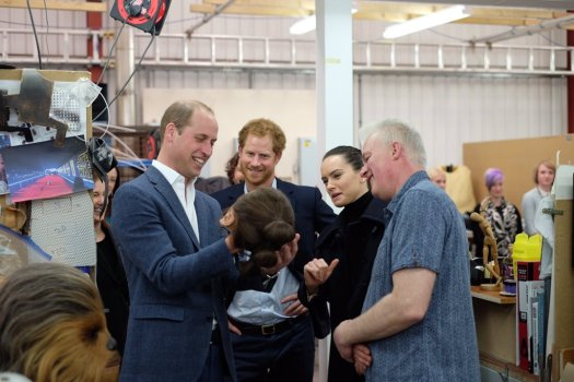 @KensingtonRoyal: The Duke and Prince Harry come face to face with Daisy Ridley's @starwars head cast @PinewoodStudios