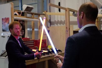@KensingtonRoyal: Time for a lightsaber battle! @starwars @PinewoodStudios