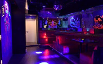TFC新宿の店内、内装の様子!DJイベントやダンサーによるパフォーマンスなども楽しめる エンターテイメントスペースです! 歌舞伎町に近未来な内装を備えた光りと音の演出ー 新宿駅から徒歩10分歌舞伎町ビル3F これから成長するTFCクラブを乞うご期待!