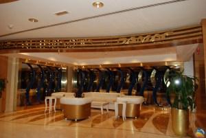 Złote wnętrza budynków w Dubaju