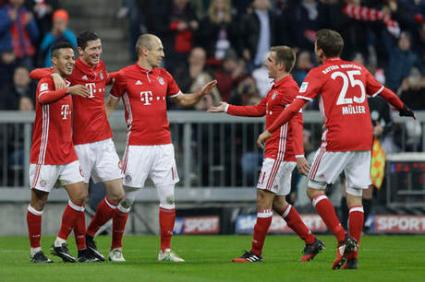 Bayern's Thiago, from left, Robert Lewandowski, Arjen Robben, Pjhilipp Lahm and Thomas Mueller celebrate after Mueller scored his side's third goal during the German Bundesliga soccer match between FC Bayern Munich and VfL Wolfsburg at the Allianz Arena stadium in Munich, Germany, Saturday, Dec. 10, 2016. (AP Photo/Matthias Schrader)
