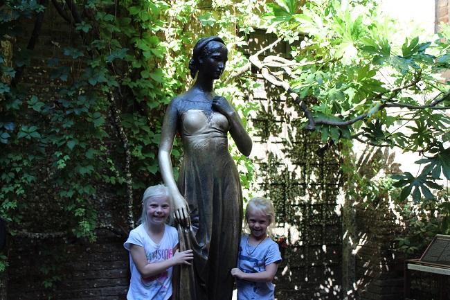 family trip to europe - verona juliet house