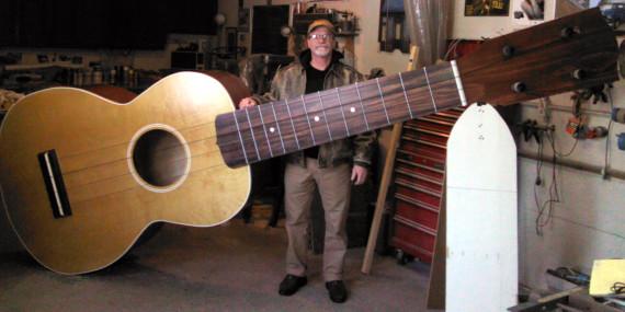La imagen tiene un atributo ALT vacío; su nombre de archivo es giant-ukulele-570x285.jpg