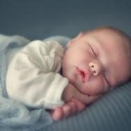 Transpirația abundentă a bebelușului în timpul somnului te pune pe gânduri?