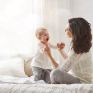 Cum îl încurajezi pe bebe să înceapă să meargă singur - Există 8 etape ale învățării mersului la bebeluși