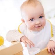 Diversificarea bebelușului: când și cum trebuie începută, recomandările pediatrilor
