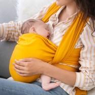 Sistemele de purtare pentru bebeluși pot crește riscul de spitalizare în primul an de viață