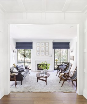 Astonishing Traditional Living Room Design Ideas To Copy Asap34