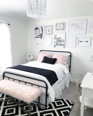 Delicate Tiny Bedroom Decor Ideas For Teens08