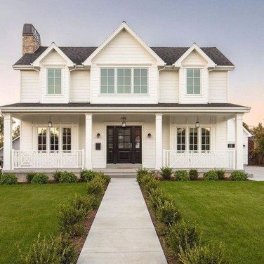 Elegant Farmhouse Exterior Design Ideas To Try36