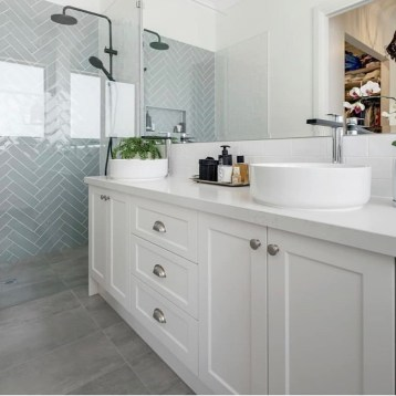 Fascinating Farmhouse Master Bathroom Remodel Ideas To Have Now35