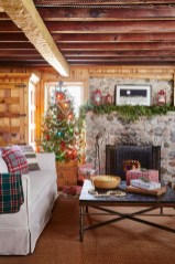 Extraordinary Christmas Living Room Decoration Ideas To Try Asap28