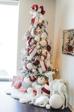 Trendy Diy Christmas Trees Design Ideas That Using Simple Free Materials11