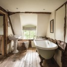 Trendy Farmhouse Bathroom Design Ideas To Try Right Now13