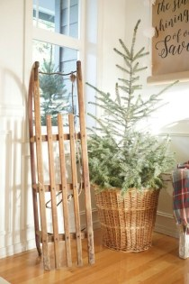 Unordinary Farmhouse Christmas Entryway Design Ideas For The Amazing Looks01