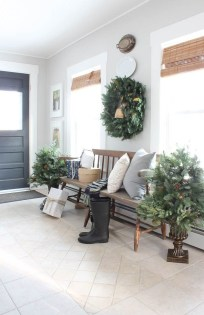 Unordinary Farmhouse Christmas Entryway Design Ideas For The Amazing Looks02