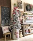 Unordinary Farmhouse Christmas Entryway Design Ideas For The Amazing Looks05