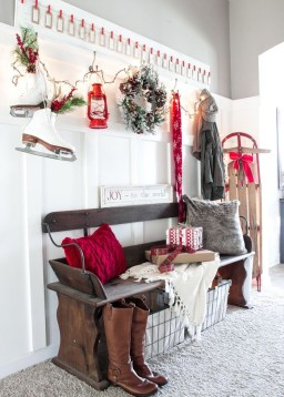 Unordinary Farmhouse Christmas Entryway Design Ideas For The Amazing Looks07