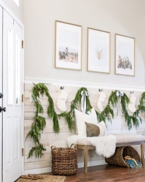 Unordinary Farmhouse Christmas Entryway Design Ideas For The Amazing Looks08