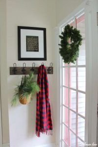 Unordinary Farmhouse Christmas Entryway Design Ideas For The Amazing Looks14