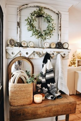 Unordinary Farmhouse Christmas Entryway Design Ideas For The Amazing Looks15