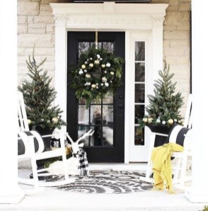 Unordinary Farmhouse Christmas Entryway Design Ideas For The Amazing Looks20