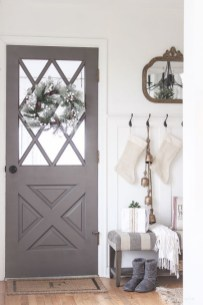 Unordinary Farmhouse Christmas Entryway Design Ideas For The Amazing Looks27