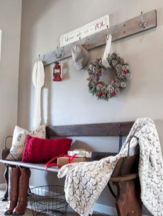 Unordinary Farmhouse Christmas Entryway Design Ideas For The Amazing Looks29