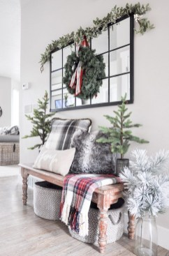Unordinary Farmhouse Christmas Entryway Design Ideas For The Amazing Looks34