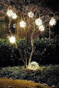 Unusual Diy Christmas Light Balls Ideas For Outdoor Decoration14