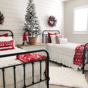 Latest Christmas Bedroom Decor Ideas For Kids To Try14