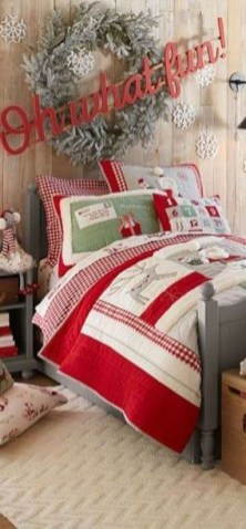 Latest Christmas Bedroom Decor Ideas For Kids To Try23
