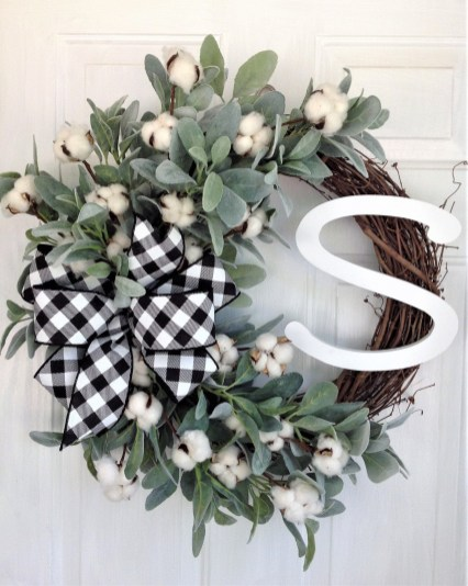 Newest Christmas Door Decoration Ideas You Must Try Right Now21