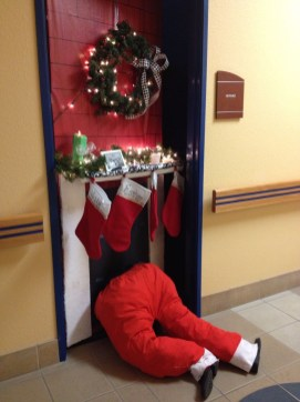 Newest Christmas Door Decoration Ideas You Must Try Right Now27