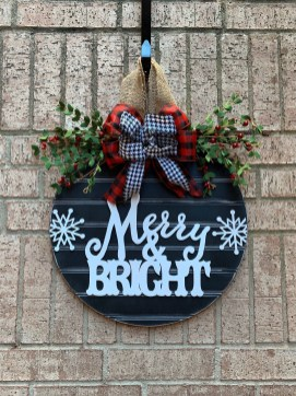 Newest Christmas Door Decoration Ideas You Must Try Right Now28