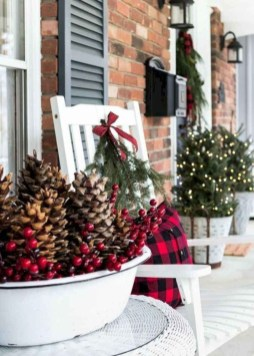 Trendy Outdoor Christmas Decorations To Copy Right Now06