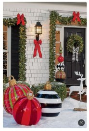Trendy Outdoor Christmas Decorations To Copy Right Now14