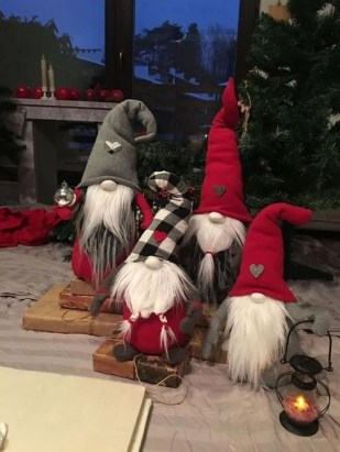 Trendy Outdoor Christmas Decorations To Copy Right Now26