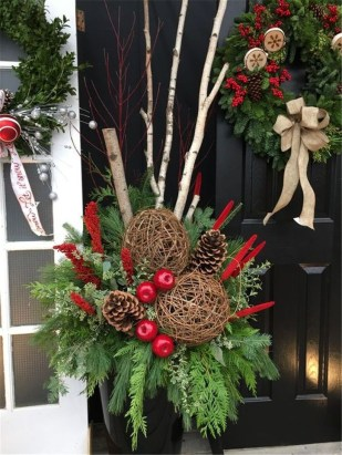 Trendy Outdoor Christmas Decorations To Copy Right Now27
