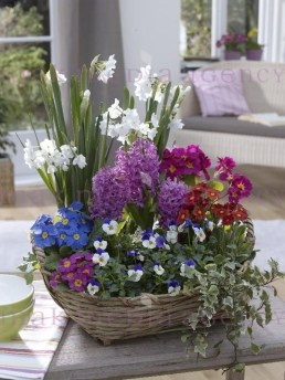 Stylish Easter Flower Arrangement Ideas That You Will Love06